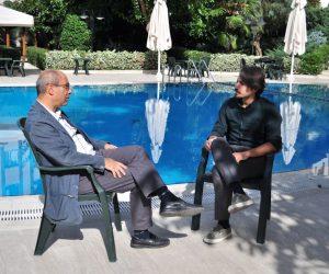 Sinematografisini Karnavala Çeviren Yönetmen: Derviş Zaim ile Söyleşi