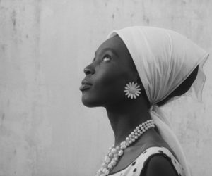 Beyaz Maskeli Siyah Deri: La Noire de…